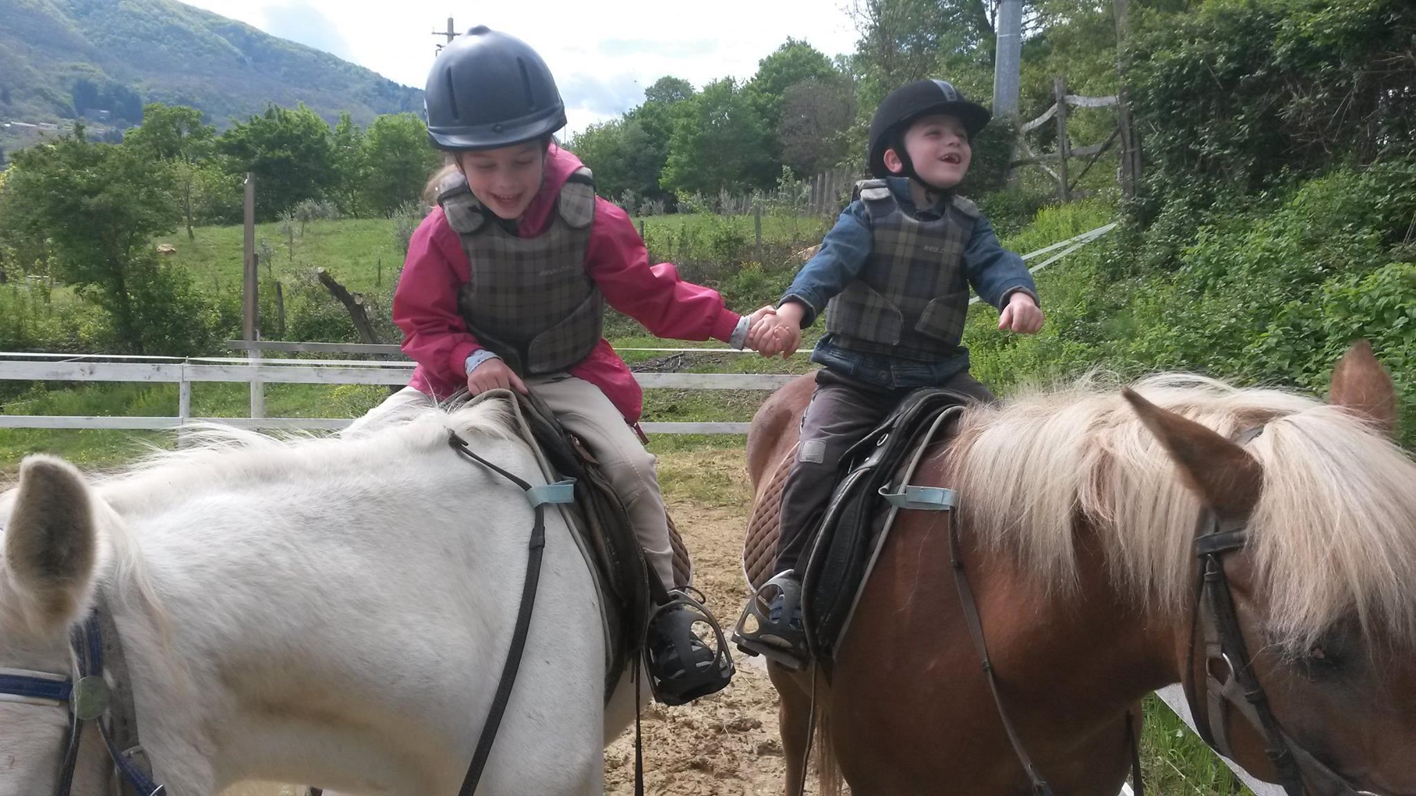 acc85e5f0d Corso di equitazione con pony, avvicinamento al cavallo per bambini ...
